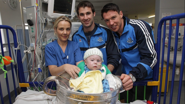 Sam in Sam - Bryan Cullen and Eamon Fennell pose with young fan Sam Murphy