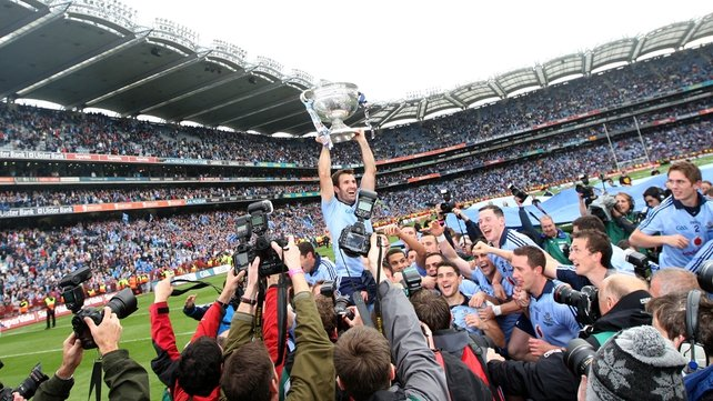 Bryan Cullen lifts the Sam Maguire in 2011
