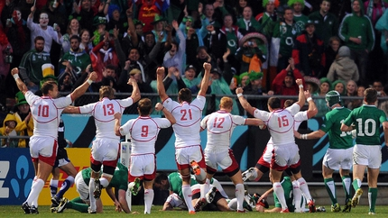 Russia celebrate Denis Simplikevich's try