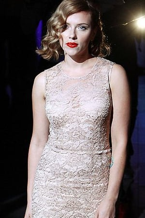 Scarlett Johanson excuded sophistication at the D&g show