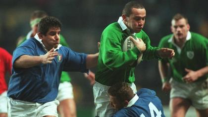 Conor O'Shea tackled by Paolo Vaccari
