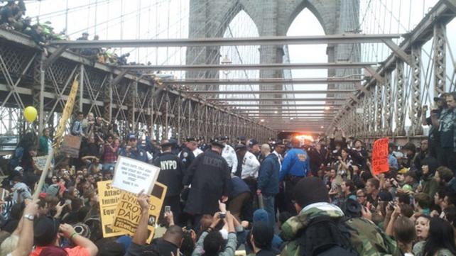 The scene on Brooklyn Bridge this evening (credit @jopauca)