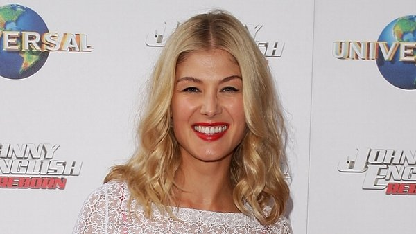 Former Bond girl Rosamund shares her views on working with Tom Cruise