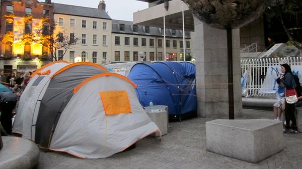 Protesters set up tents outside Central Bank (Pic: Micheál Mac Suibhne)