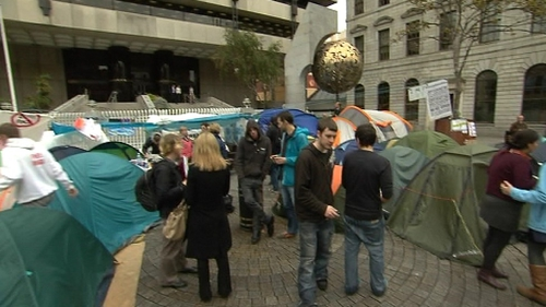 The group says it has no plans to end its occupation of the area in front of the Central Bank