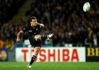Aaron Cruden scores his drop goal