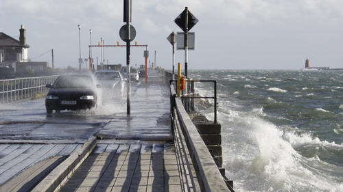 Strong winds in Clontarf (Pic: Simon Adamson)