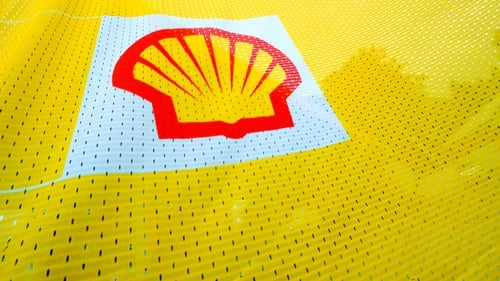 Royal Dutch Shell profits fall on refinery issues