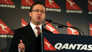 Qantas chief executive Alan Joyce has agreed to remain at the airline until at least June 2023