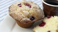 Cranberry and White Chocolate Muffins - You have to try these absolutely delicious cranberry and white chocolate muffins!