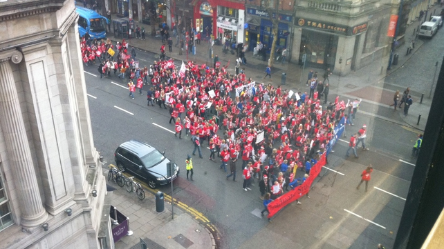Students make their way down Westmoreland Street (Credit: Keith Gardiner)