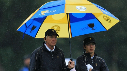 Greg Norman (l), here with Ryo Ishikawa, will have to inspire his international side to make a comeback against the US