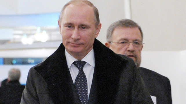 Vladimir Putin's United Russia party in slim majority