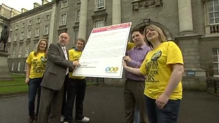 Ruairi Quinn signs pledge not to increase fees