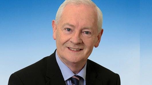 Donnchadh Mac Fhionnlaoich TD , Aire Stáit na Gaeltachta.