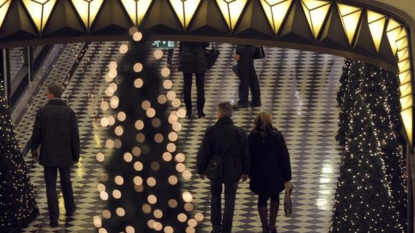 Christmas 2011 retail sales show slight improvement on last year