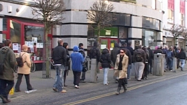 The highest rate of jobseeker benefit is €188, which can be cut by €44