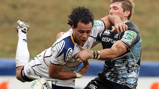 Isa Nacewa is tackled by John Barclay