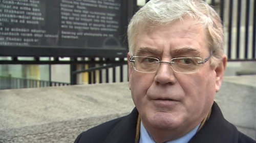 Eamon Gilmore said it is unhelpful to engage in public discussions on Anglo deal