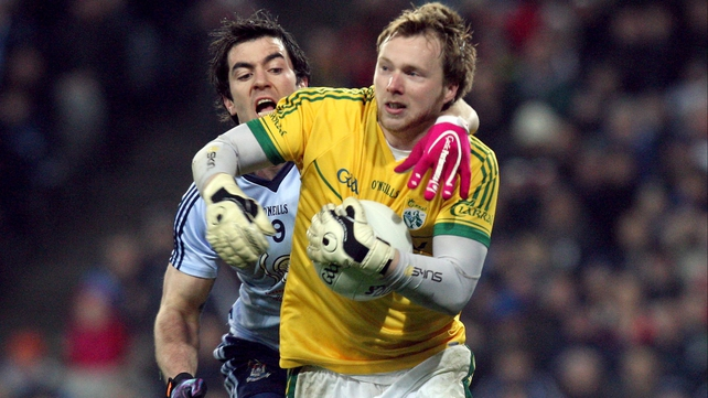 Kerry keeper Brendan Kealy evades the challenge of Dublin's Michael Dara Macauley