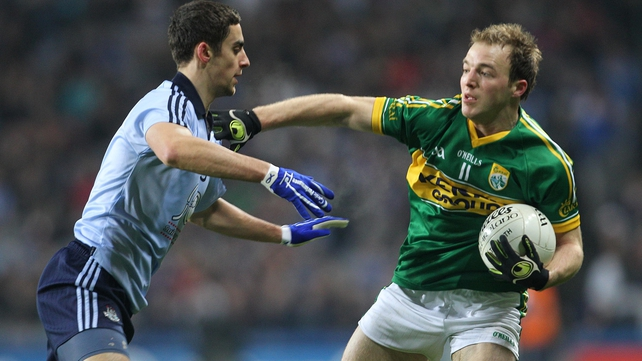 James McCarthy of Dublin tackles Darran O'Sullivan