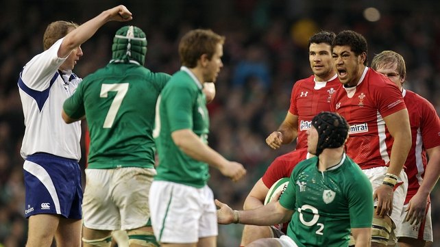 Wayne Barnes awards a last-minute penalty against Stephen Ferris