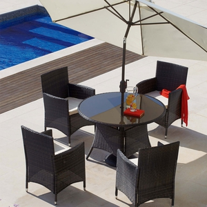 entura 4 Chair Round Dining Set with Parasol €529
