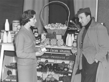 Gene Kelly in Shannon Airport