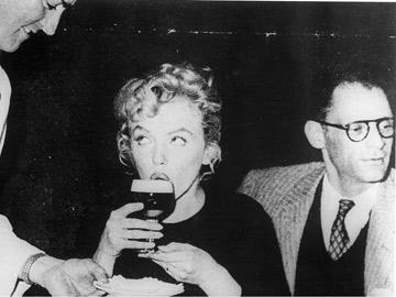 Marilyn Monroe & Arthur Miller in Shannon Airport