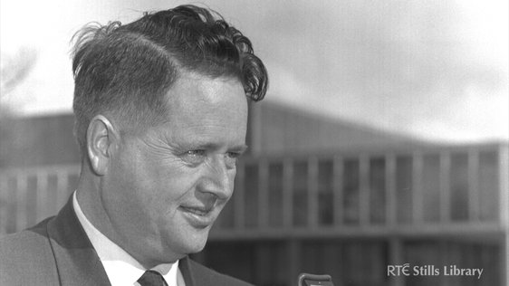 RTÉ sports commentator Michael O'Hehir (1963) 1006/025 © RTÉ Stills Library