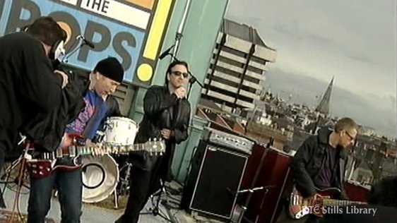 U2 play on roof of Clarence Hotel, Dublin (2000) © RTÉ Stills Library 3036/036