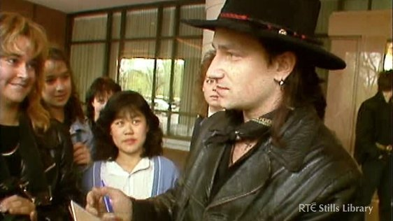 Bono meets fans in Boston (1987) © RTÉ Stills Library 3036/045