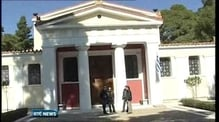 Nine News: Armed robbers steal dozens of artefacts from a Greek museum