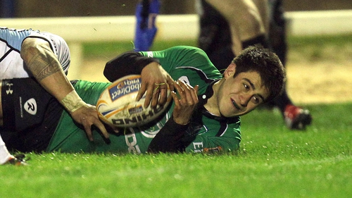 Niall O'Connor just before he touches over for Connacht's try