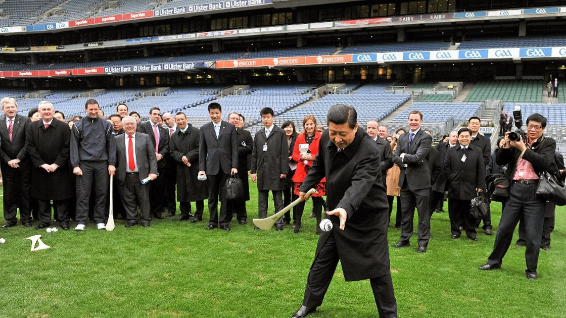 Image - Chinese president Xi Jinping tries his hand at hurling during his visit to Ireland in 2012