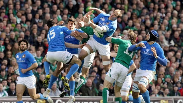Rob Kearney goes for a high ball with Sergio Parisse
