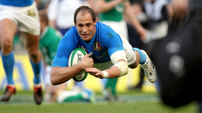 Sergio Parisse scores a try in the 35th minute