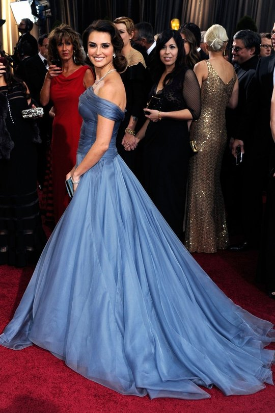 Penelope Cruz: Cruz looks like a modern day Queen in this royal blue Giorgio Armani dress