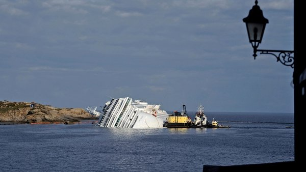 The Costa Concordia hit rocks off Tuscany