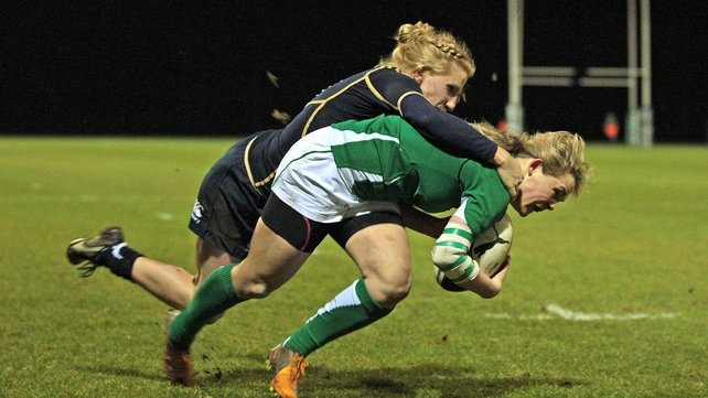 Ashleigh Baxter goes over for an Irish try