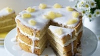Elderflower lemon drizzle cake - Dr Oetker provide this beautiful and light recipe, perfect for Mother's Day or any special occasion!