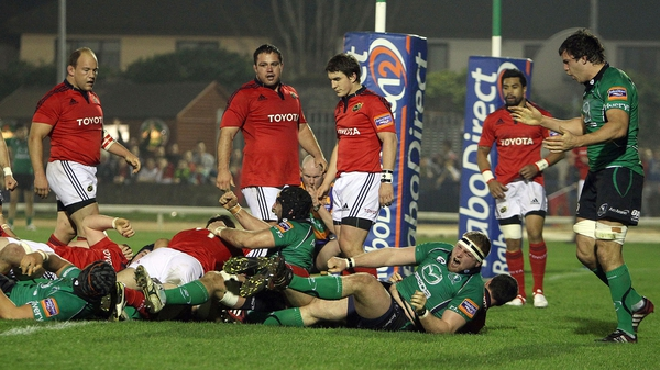 Connacht's Ethienne Reynecke scores the opening try of the game