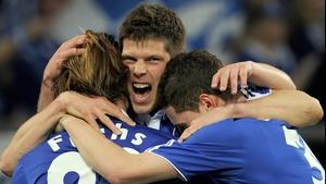 Dutchman Klaas Jan Huntelaar wants to concentrate on Euro 2012 before holding contract talks with Schalke