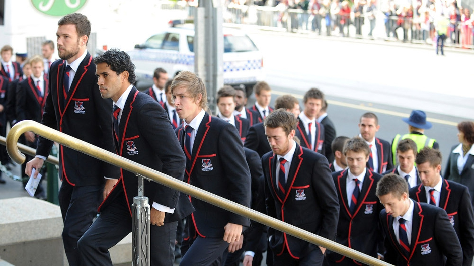 Melbourne Demons players arrive for funeral