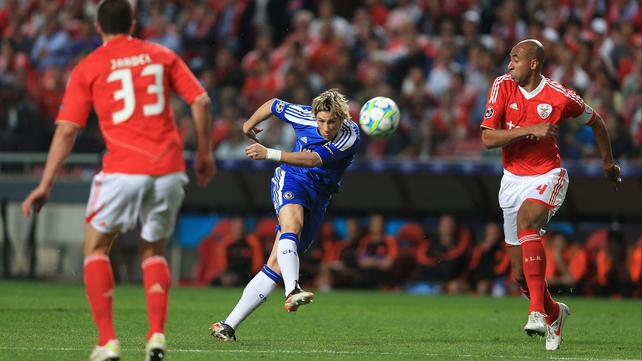 Fernando Torres fires high and wide early on