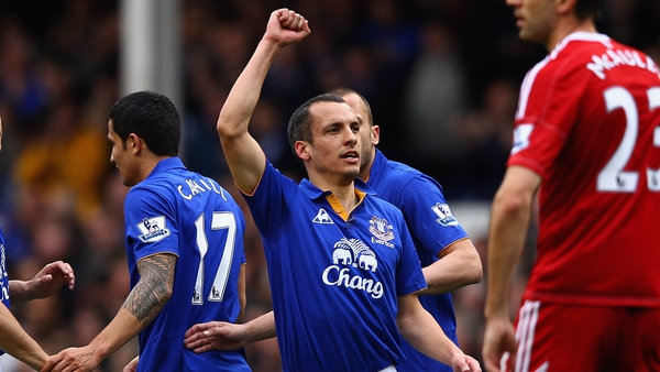 Leon Osman salutes the crowd after Everton's opener