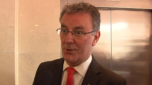 Ulster Unionist Party leader Mike Nesbitt denies the party is in crisis