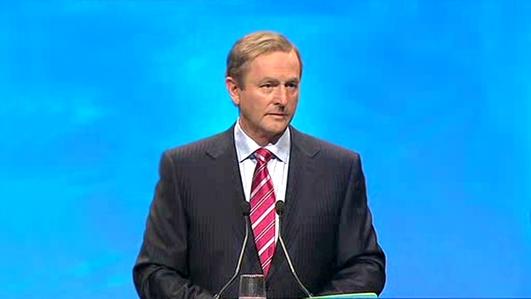 John Downing, comhfhreagróir  polaitíochta.