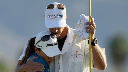IK Kim is consoled by her caddy John Limanti