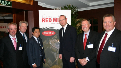 (L-R) Austin Melia, Manager, Beijing International Equestrian Club; Joe Connolly; Meng Lai Lim, CEO of Beijing International Equestrian Club; Minister for Agriculture, Marine and Food Simon Coveney TD, Bill Connolly and Michael Connolly